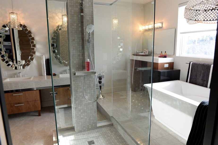 Maison expo habitat 2014 pur reflet de son poque for Salle de bain attenante