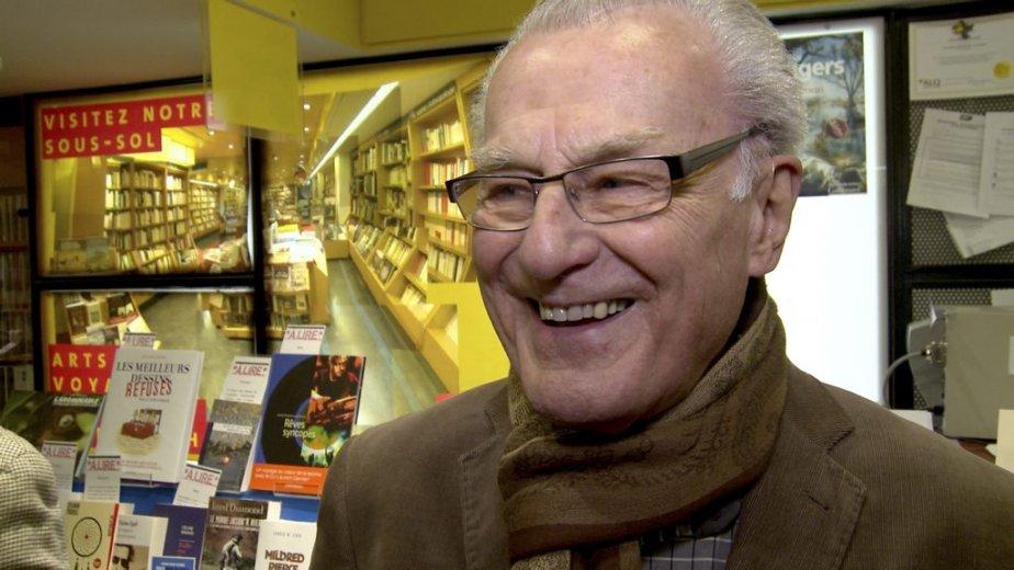 Depuis quelques années, Gérard Poirier échange régulièrement avec Claude Gingras au square Saint-Louis: «C'est un garçon d'une culture immense. J'aime bien l'entendre parler, j'aime l'entendre se révolter contre des tonnes de choses qui existent dans la société.» (Photo: Olivier Pontbriand, La Presse)