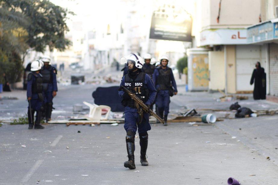 Les forces anti-émeutes ont fait usage de gaz... (PHOTO HAMAD I MOHAMMED, REUTERS)