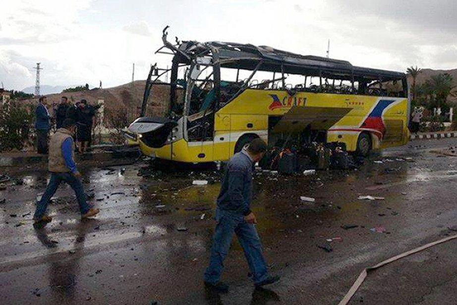 La bombe a explosé à l'avant du bus... (Photo AFP)