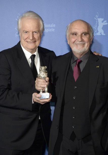 Les acteurs André Dussolier (à droite) et Jean-Louis Livi ont été honorés pour le film «Aimer, boire et chanter». (PHOTO PATRIK STOLLARZ, REUTERS)