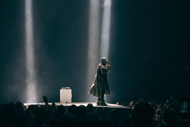 Masqué pendant la majeure partie du spectacle, Kanye... (Photo: Jerry Buttles, Collaboration spéciale)