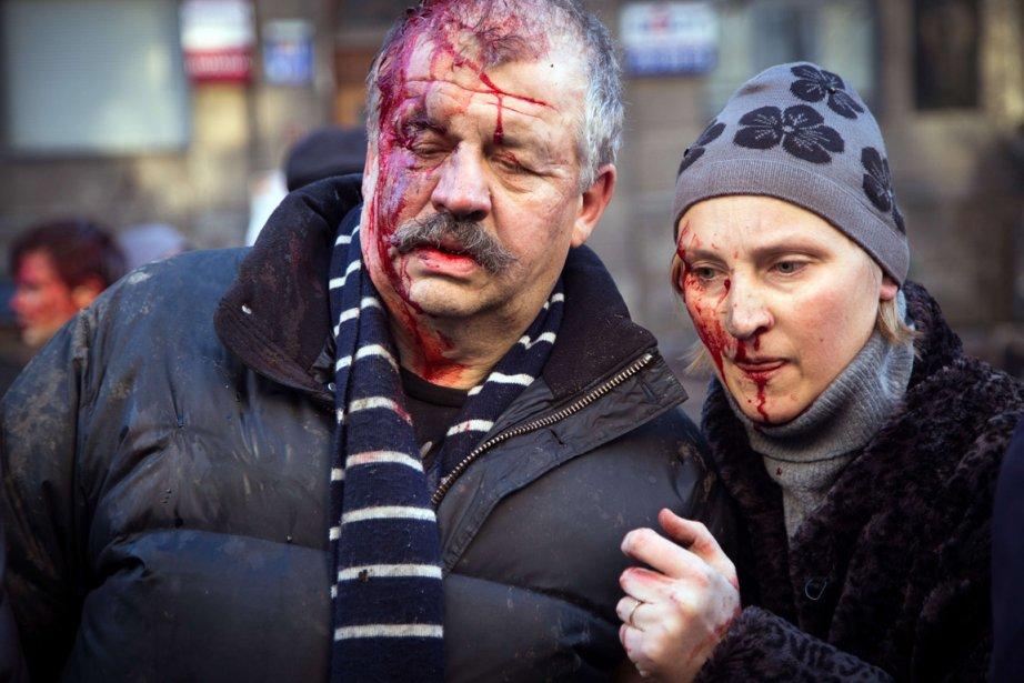 Des manifestants blessés dans la journée de mardi, à Kiev.   18 février 2014