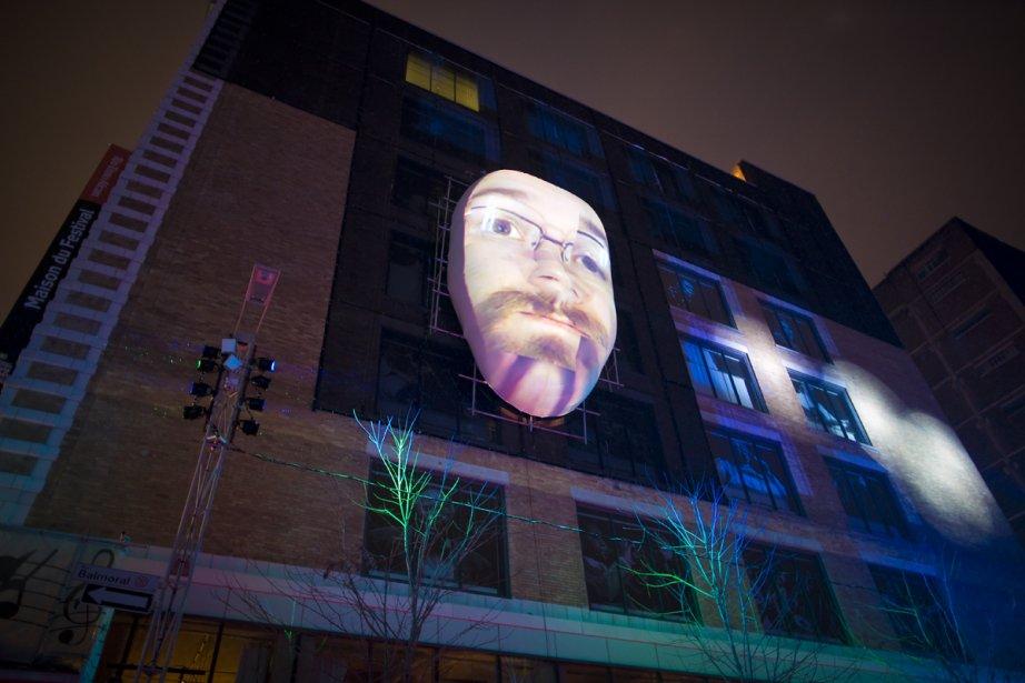 Une des nouvelles attractions est Montréal en visages, qui permet de projeter sur un masque 3D installé sur la façade de la Maison du Festival Rio Tinto Alcan le visage des visiteurs. (Photo: André Pichette, La Presse)