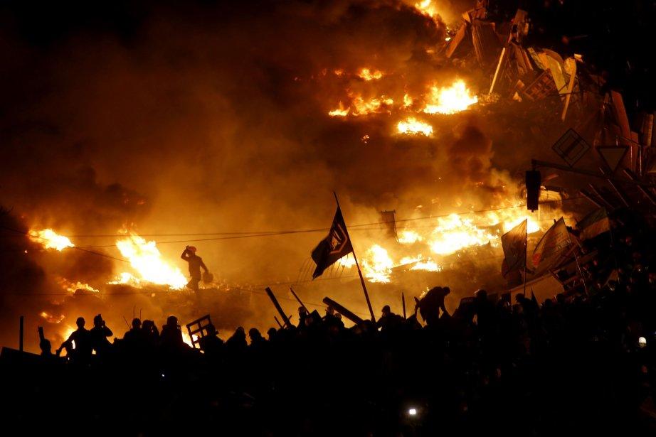Des affrontements entre les manifestants et les forces... (Photo VASILY FEDOSENKO, Reuters)