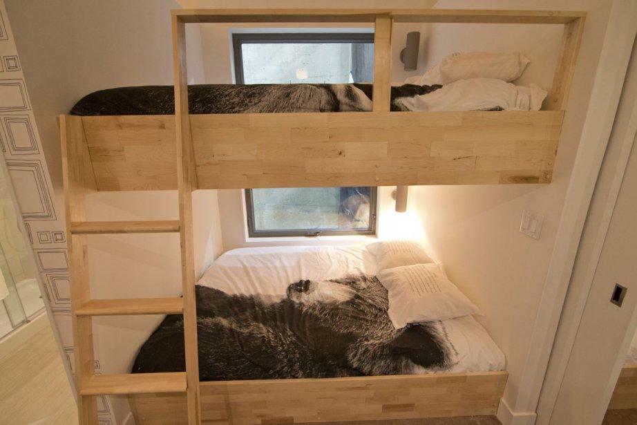 Au rez-de-chaussée, un mini-dortoir contient deux chambres avec lits superposés. (Photo Ivanoh Demers, La Presse)