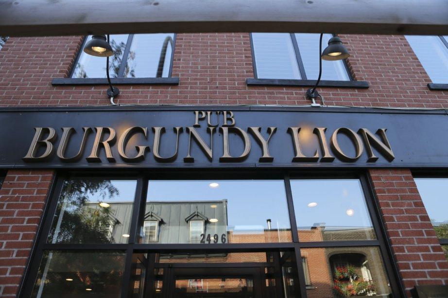 Le Burgundy Lion est un bar populaire du quartier où il fait bon déguster un whisky après une journée de travail. (Photo Martin Chamberland, La Presse)