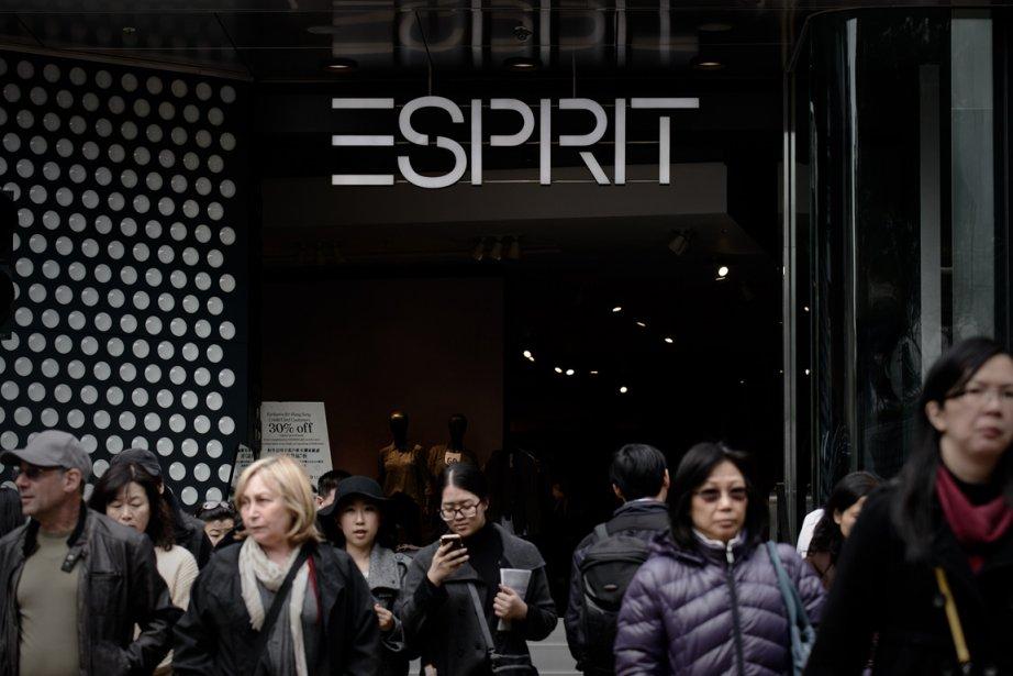 L'enseigne de vêtements Esprit, à la remorque de... (PHOTO PHILIPPE LOPEZ, AFP)