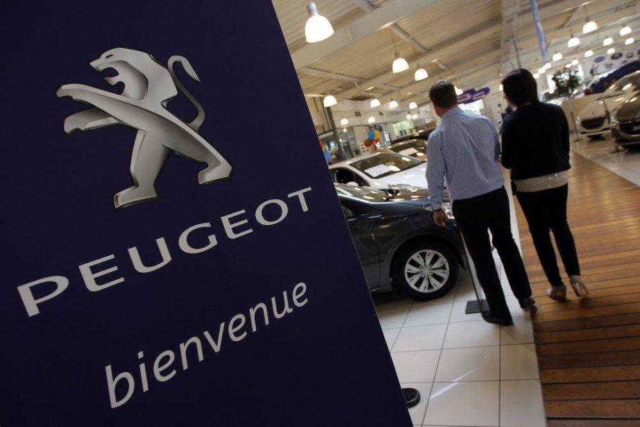 Le constructeur français, en difficulté, a officialisé mercredi... (PHOTO ARCHIVES REUTERS)