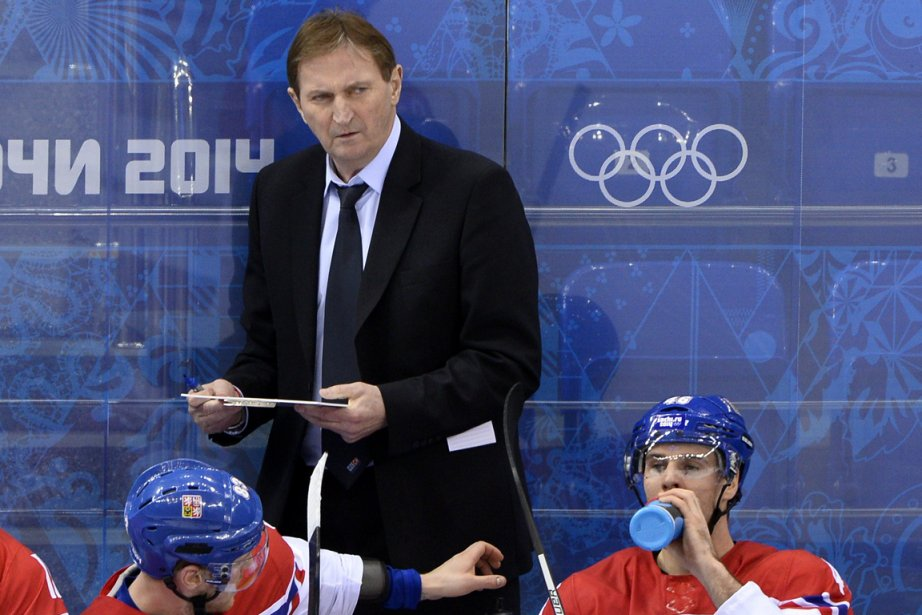 L'entraîneur de l'équipe de hockey de la République... (Photo Jonathan Nackstrand, AFP)