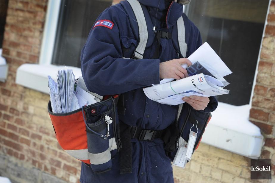 Avec l'avènement d'internet, la quantité de courrier traditionnel... (Photo Patrice Laroche, archives Le Soleil)