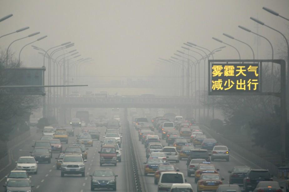 La circulation à Pékin pendant un épisode de... (Photo Ng Han Guan, archives AP)