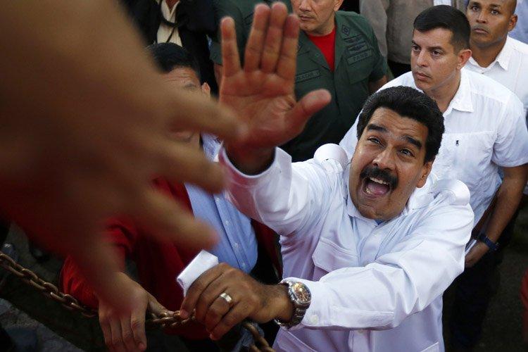Confronté à trois semaines de protestation contre sa... (Photo: Reuters)
