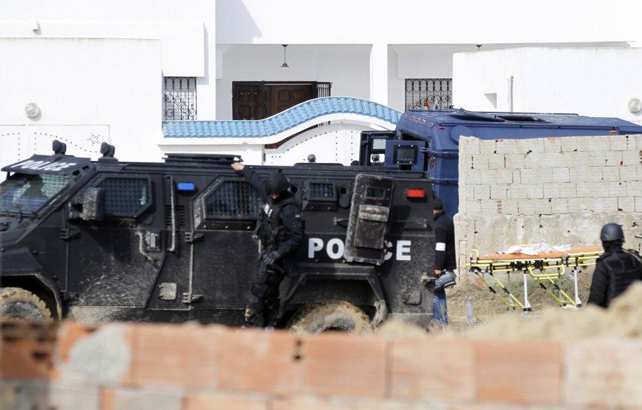 Une intervention policière à Tunis... (Photo ANIS MILI, Reuters)