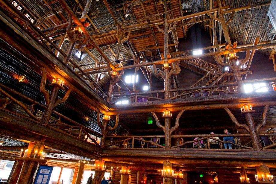 Le hall du merveilleux Old Faithful Inn. (Photo Alain Roberge, La Presse)