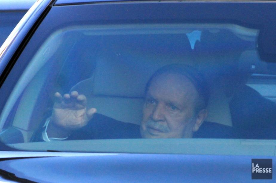 Le président Bouteflika quitte la Cour constitutionnelle à... (PHOTO AP)