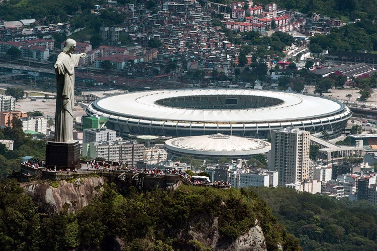 Le Brésil avait promis que les 12 stades... (Photo: AFP)