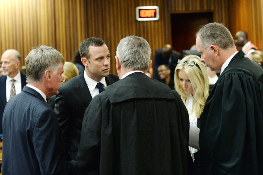 Oscar Pistorius (2e en partant de la gauche)... (PHOTO ANTOINE DE RAS, AFP)