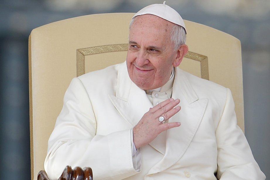 Le pape François à la Place Saint-Pierre, au... (PHOTO VINCENZO PINTO, ARCHIVES AFP)
