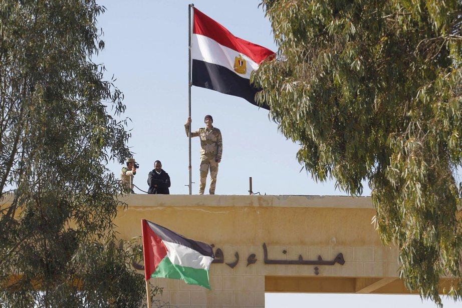 De nombreuses personnes passent par l'Égypte pour se... (PHOTO SAID KHATIB, ARCHIVES AFP)