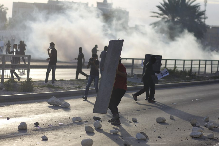 Trois policiers, dont un officier émirati de la... (Photo HAMAD I MOHAMMED, Reuters)