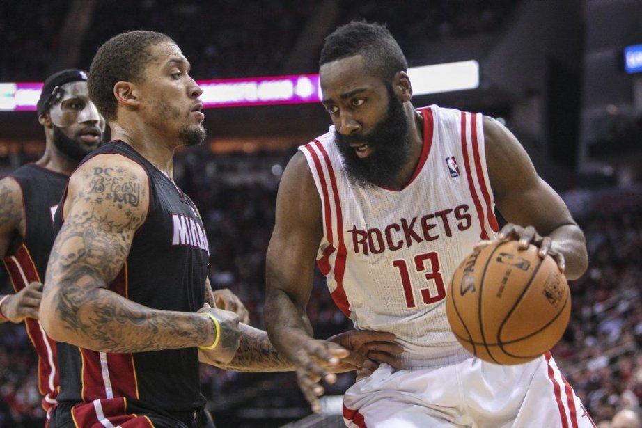 Dwight Howard a fourni 22 points alors que les Rockets ont... (Photo: Reuters)