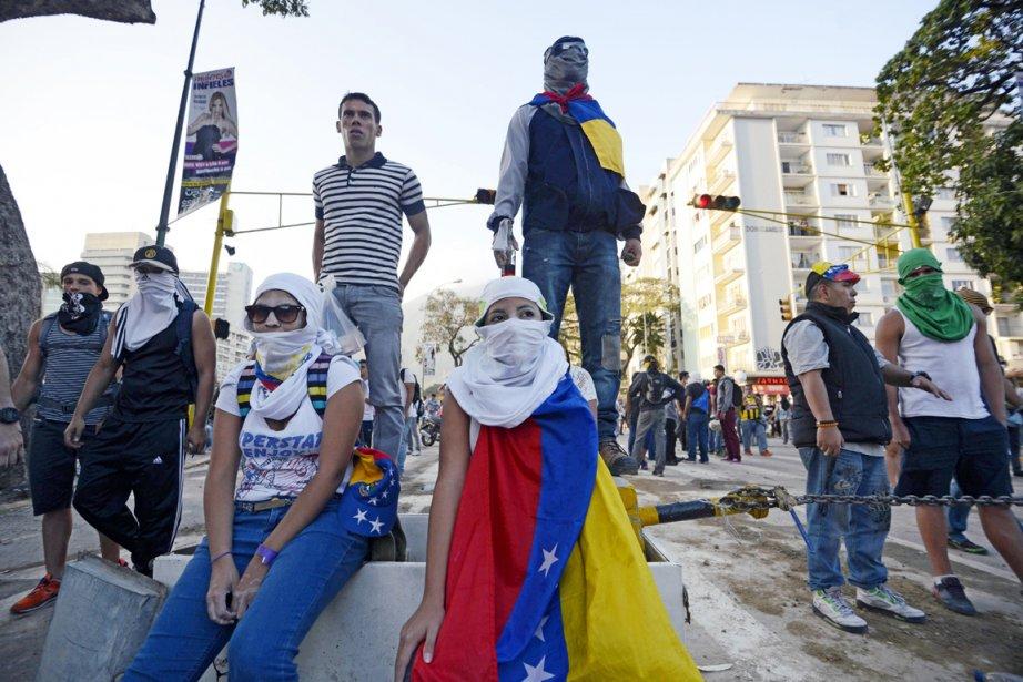 Des milliers de manifestants sont descendus dans les... (PHOTO JUAN BARRETO, AFP)