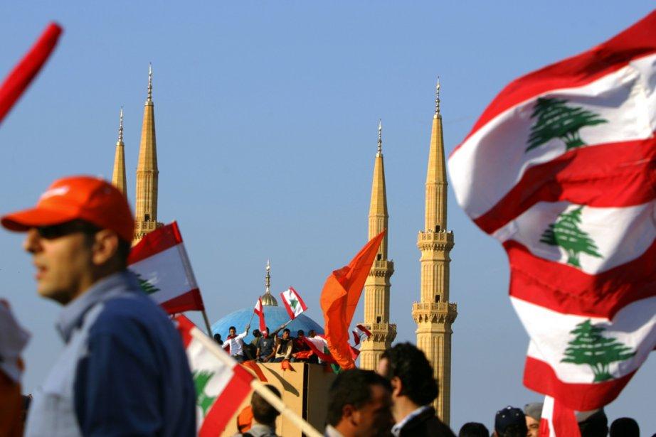 Des drapeaux libanais flottent sur Beyrouth, en 2006.... (PHOTO PATRICK BAZ, ARCHIVES AFP)