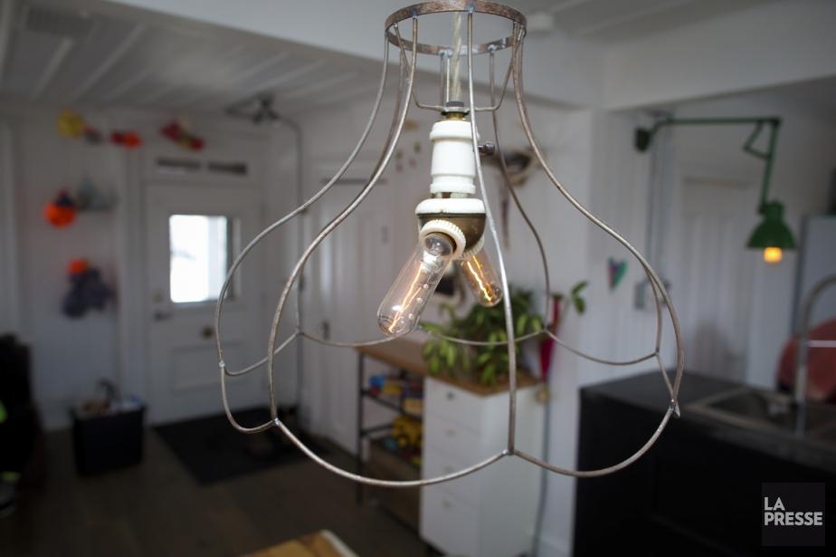 Ces deux lampes de styles différents ne semblent... (PHOTO ANDRÉ PICHETTE, LA PRESSE)