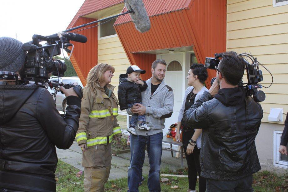 Chantal Lacroix (à gauche) et une armée de... (Photo: La Presse Canadienne)