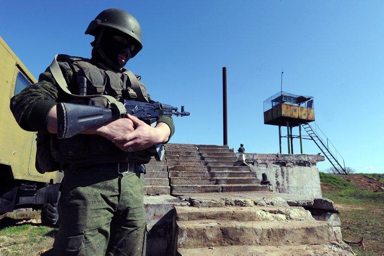 Les forces russes ont investi mercredi la base... (Photo: AFP)