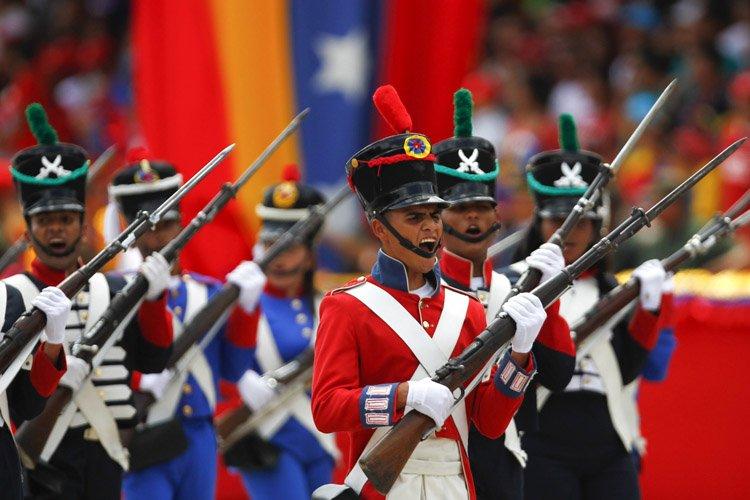 Des soldats militaires ont participé mercredi à une... (Photo: Reuters)