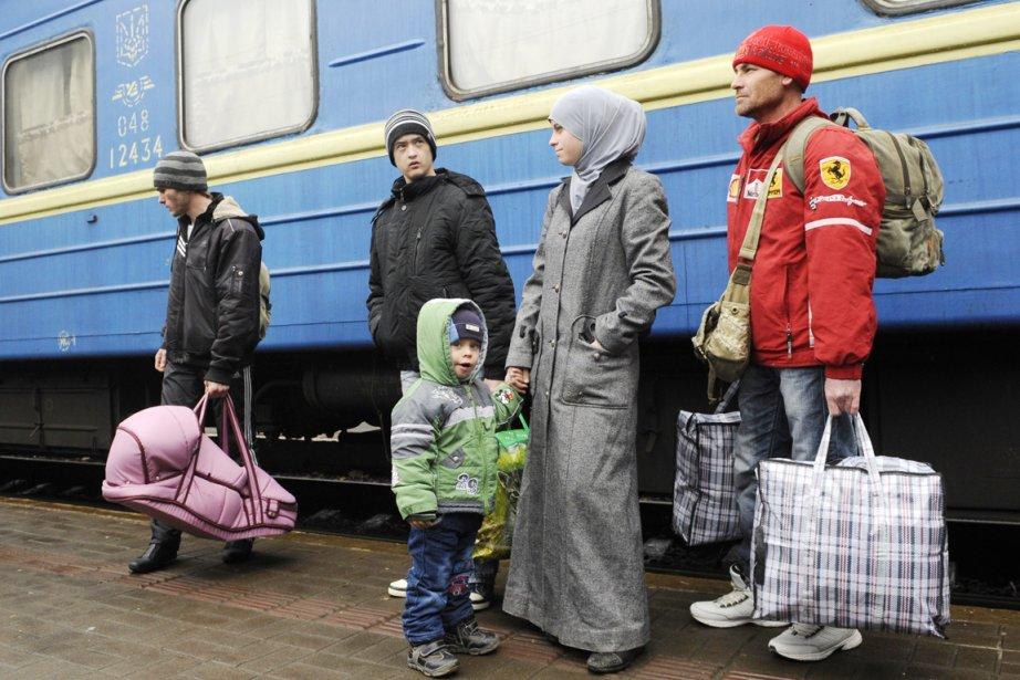 Des centaines de Tatars ukrainiens ont fui la... (PHOTO YURIY DYACHYSHYN, AFP)