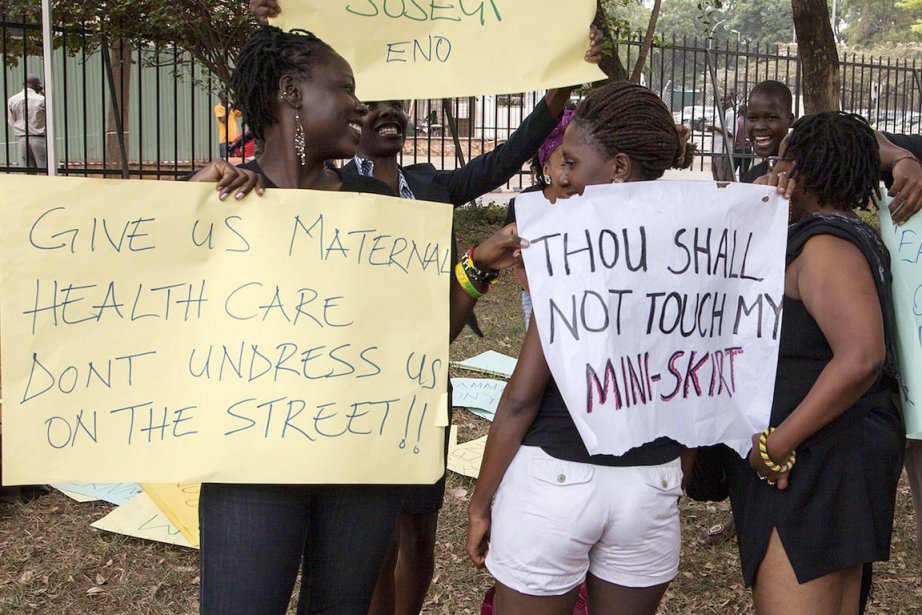 Des activistes manifestent contre la loi anti-pornographie qui... (PHOTO EMMANUELO NEGA, ARCHIVES AFP)