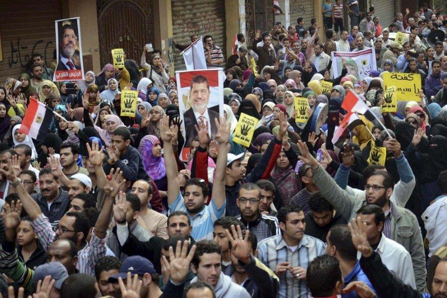 Des partisans du président déchu Mohamed Mursi, éjecté... (Photo AL YOUM AL SAABI, Reuters)