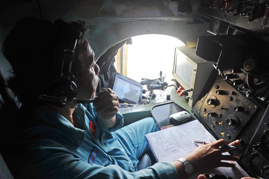 Un homme de l'armée de l'air vietnamienne participe... (PHOTO HOANG DINH NAM, AFP)