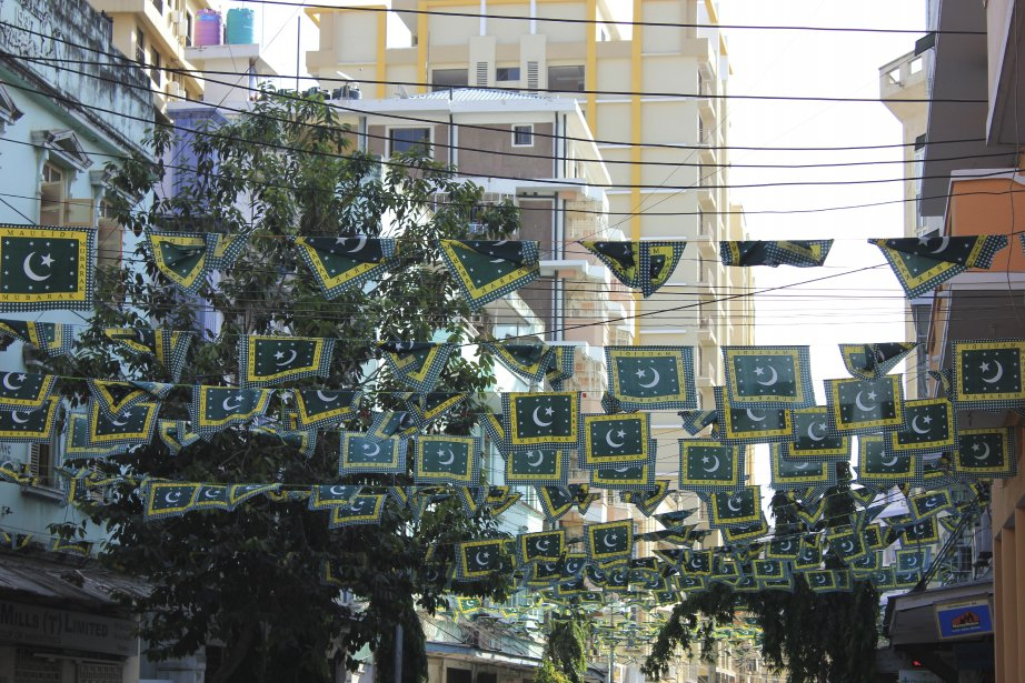 Dans le quartier de la mosquée Ithnasheri. (PHOTO ÉMILIE CLAVEL, COLLABORATION SPÉCIALE)