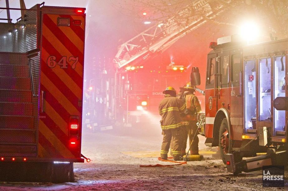 À l'arrivée des pompiers, l'incendie était déjà très... (Photo Félix-Olivier Jacques Fournier, collaboration spéciale)
