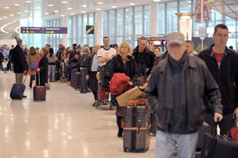 WestJet et Air Canada ont attribué leurs piètres... (Photo Archives La Presse Canadienne)