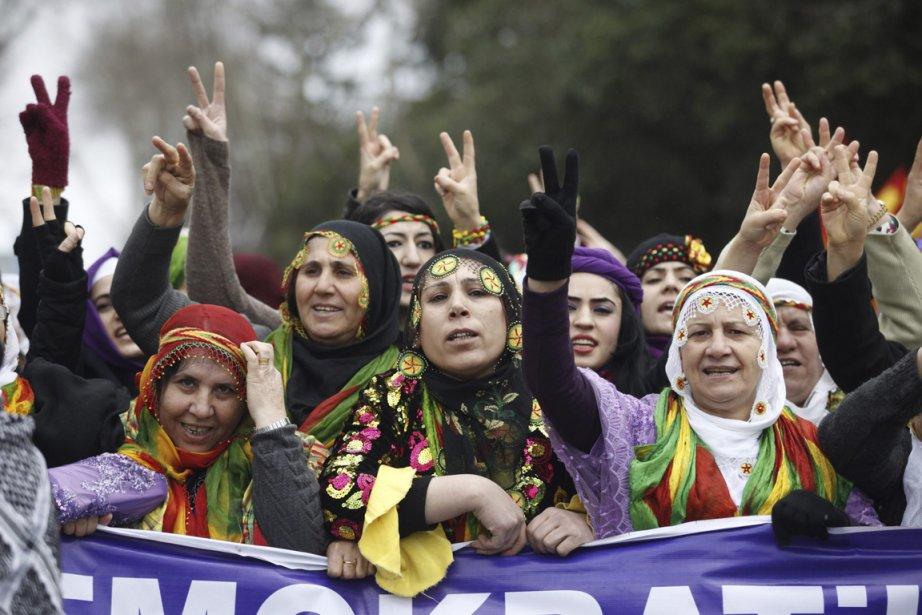 Manifestation de femmes turques contre la violence faites... (Photo Osman Orsal, Reuters)