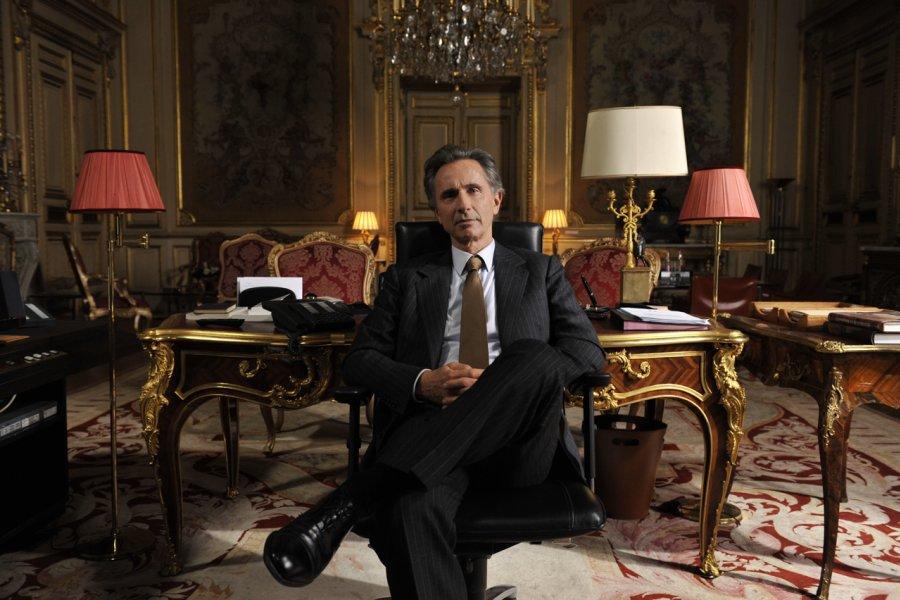Thierry Lhermitte incarne un ministre français des Affaires... (Photo: fournie par Axia Films)