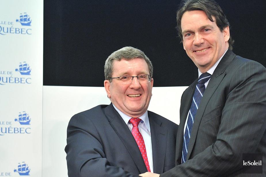 Pierre Karl Péladeau était, avec le maire Régis... (Photo Steve Deschênes, archives Le Soleil)