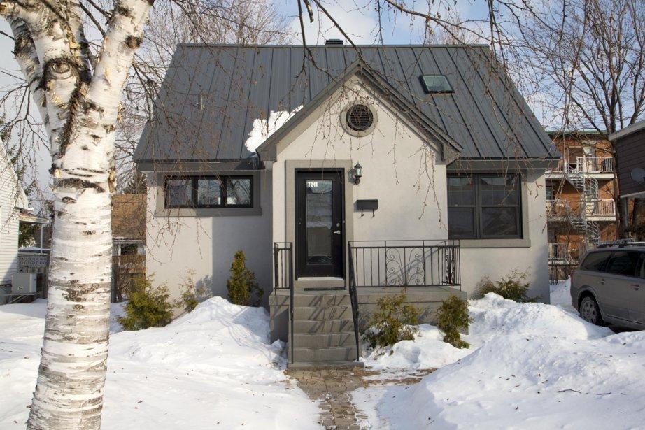 La façade extérieure de cette maison de vétéran a été actualisée et des puits de lumières ont été ajoutés sur le toit. (Photo Alain Roberge, La Presse)