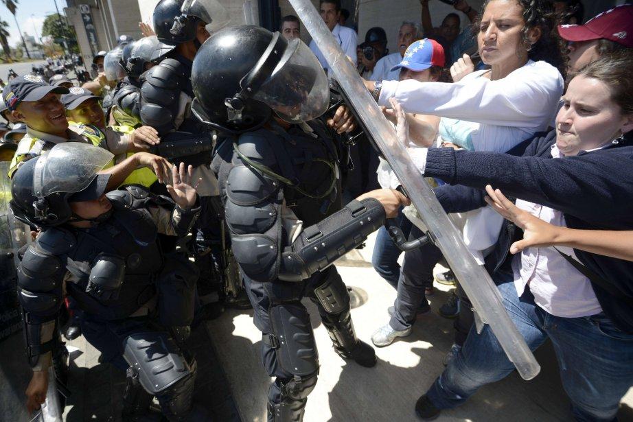 Les mobilisations au Venezuela ont souvent dégénéré en... (Photo JUAN BARRETO, AFP)