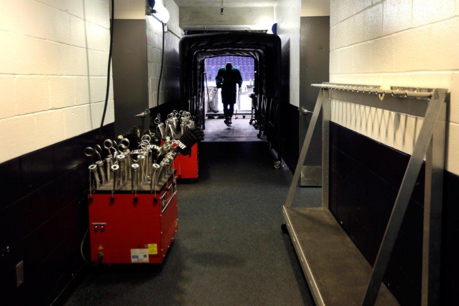 Valeri Nichushkin retourne au vestiaire après l'entraînement des... (Photo Jeff Roberso, AP)