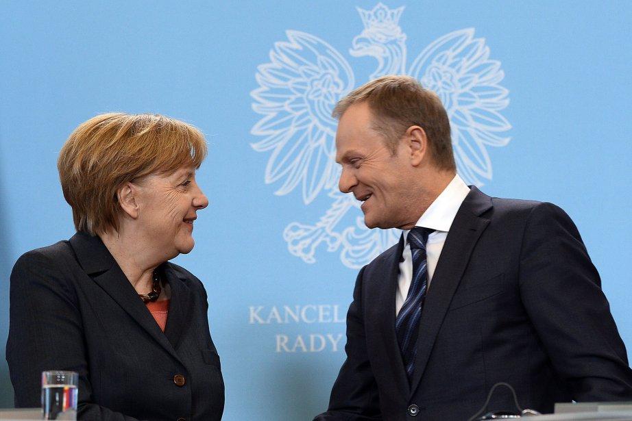 La chancelière allemande AngelaMerkel et le premier ministre... (Photo JANEK SKARZYNSKI, AFP)
