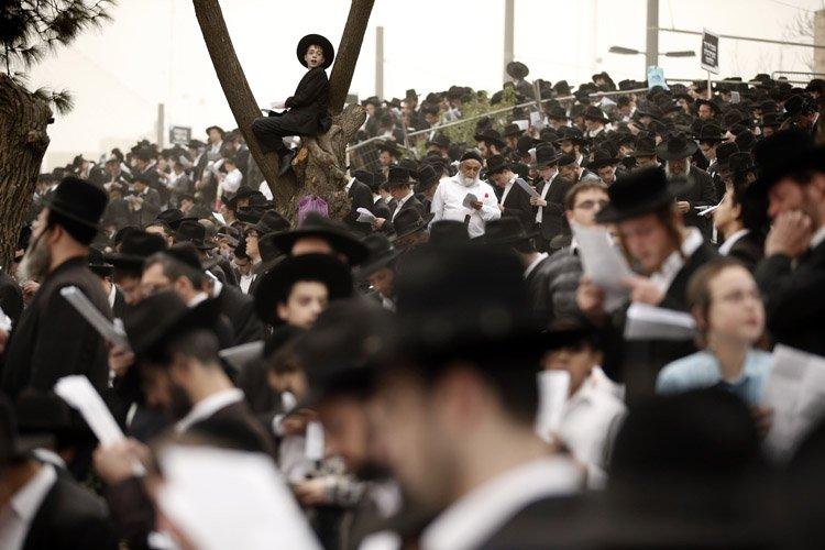Début mars, plus de 300 000 juifs ultra-orthodoxes... (Photo: AFP)