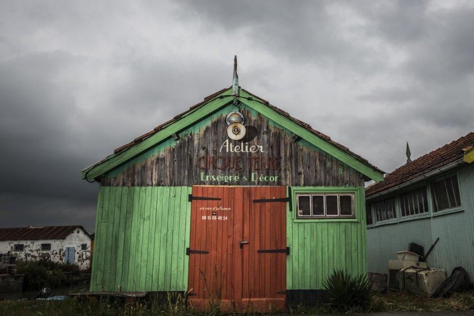 Des artistes ont repris des cabanes d'ostréiculteurs. (Photo Jérôme Lavallée, collaboration spéciale)