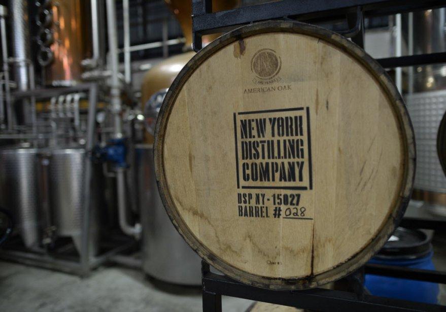 Au milieu de l'entrepôt vieillissent quelques fûts de whisky de seigle; les premiers devraient être prêts à l'automne. (Photo TIMOTHY A. CLARY, AFP)