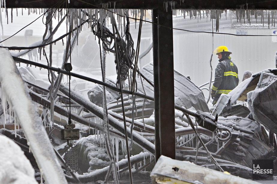 Un incendie violent a ravagé jeudi soir... (Photo Patrick Sanfaçon, La Presse)